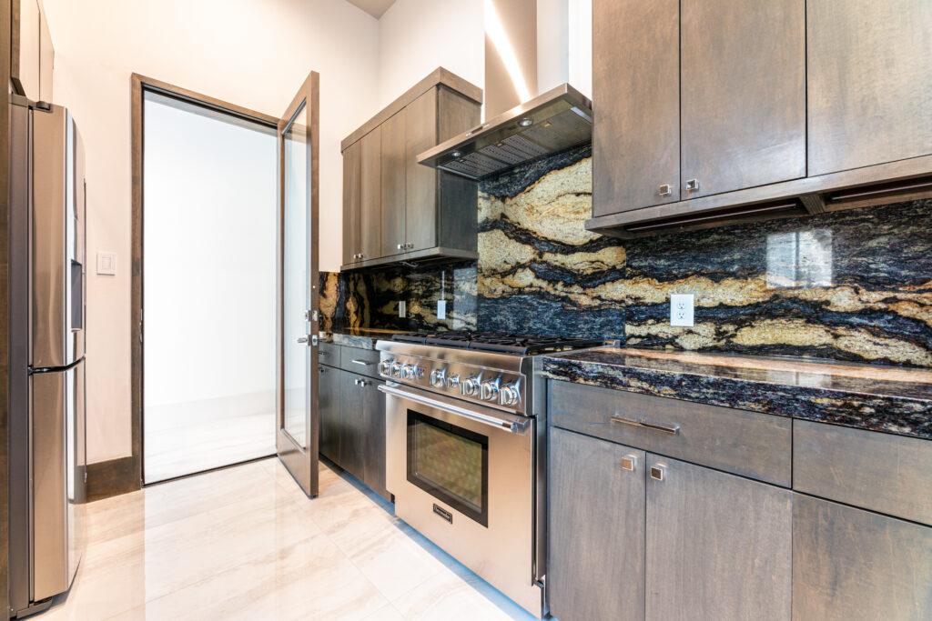 35 Hallbrook Way - Dirty Kitchen